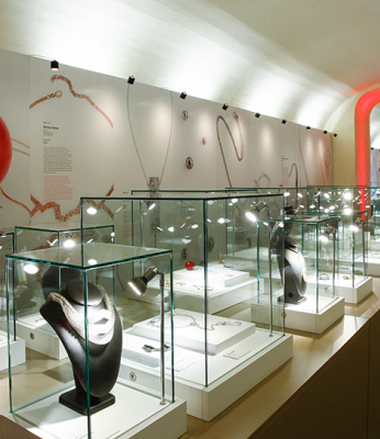 "Vicenza's Jewellery Museum inaugurates the exhibition ""jewellery and journey"